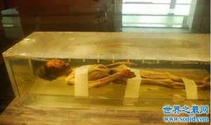 中国首具保存完好的战国女尸,竟惨遭盗墓贼破坏