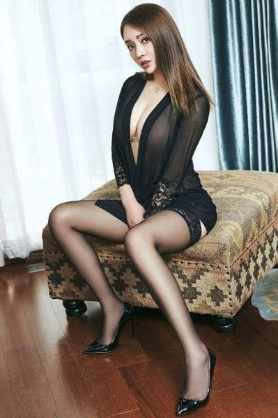黑丝美腿美女薄纱装巨乳若隐若现
